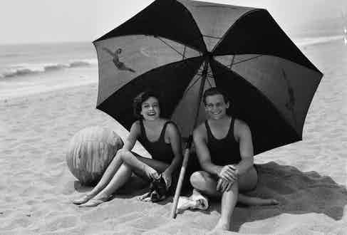 Crawford and Fairbanks Jr, on holiday in 1929.
