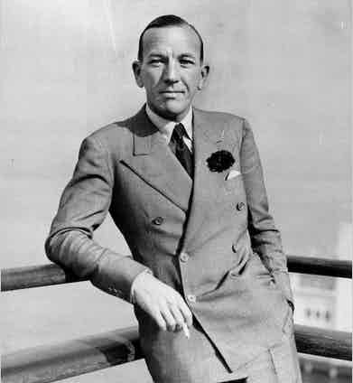 Noel Coward's broad double-breasted suit with its smooth chest adds breath and proportion to his torso.