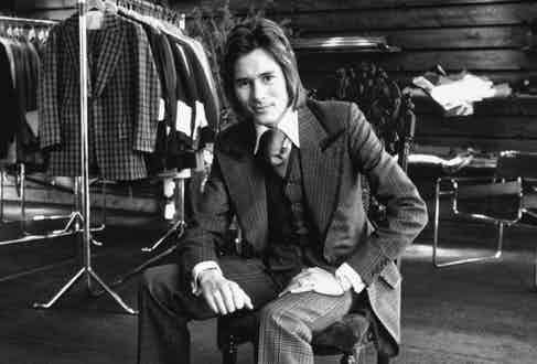 Savile Row's rebellious front-of-house man Tommy Nutter wearing heroically sized lapels in the early 70s.