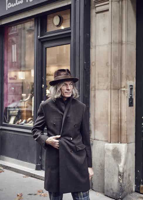 The master himself, Paulus Bolten, outside his shop.