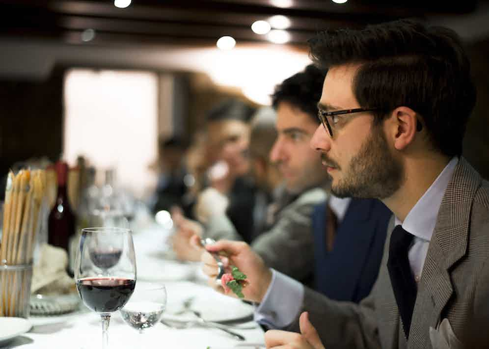 The dinner at full chat, with Simone Ubertino Rosso in the foreground.