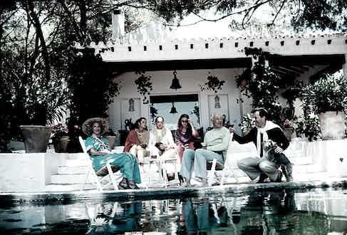 Baroness Marie-HélènedeRothschild,Olimpia de Rothschild, Baron Alexis de Redé, Madam Hubert Faure, Baron Guy de Rothschild and Baron David René de Rothschild, congregated around the pool at their home, the villa Santa Margarita in Marbella, Spain, in 1980