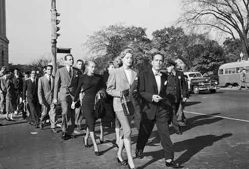 Lauren Bacall and Humphrey Bogart cross a Washington DC street, 1947. Photo © Bettmann/CORBIS