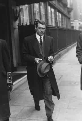 Grant leaves his London hotel, 1946. Photo by Keystone/Hulton Archive/Getty Images.