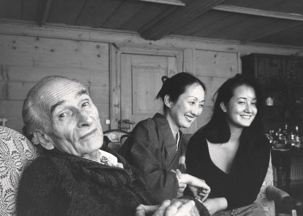 Painter Balthus at his home with his wife Setsuko and their daughter Harumi, 1990.