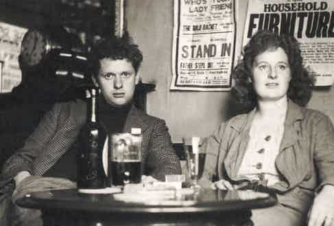 The poet with his wife, 1914-1953. Photo by Culture Club/Getty Images.