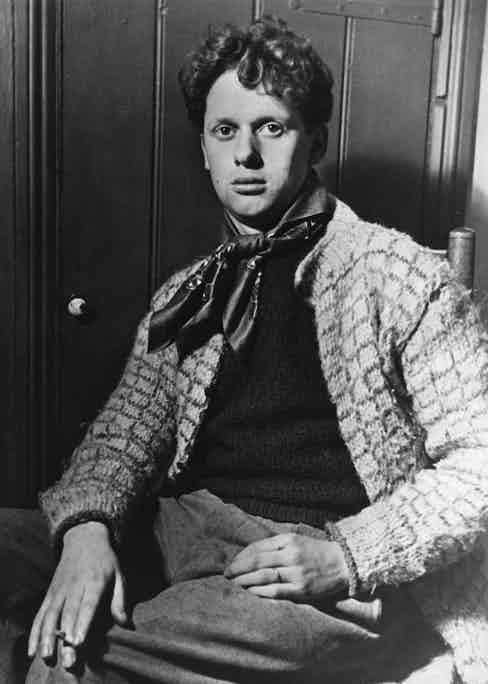 Welsh poet Dylan Thomas (1914 - 1953).    Photo by Hulton Archive/Getty Images.