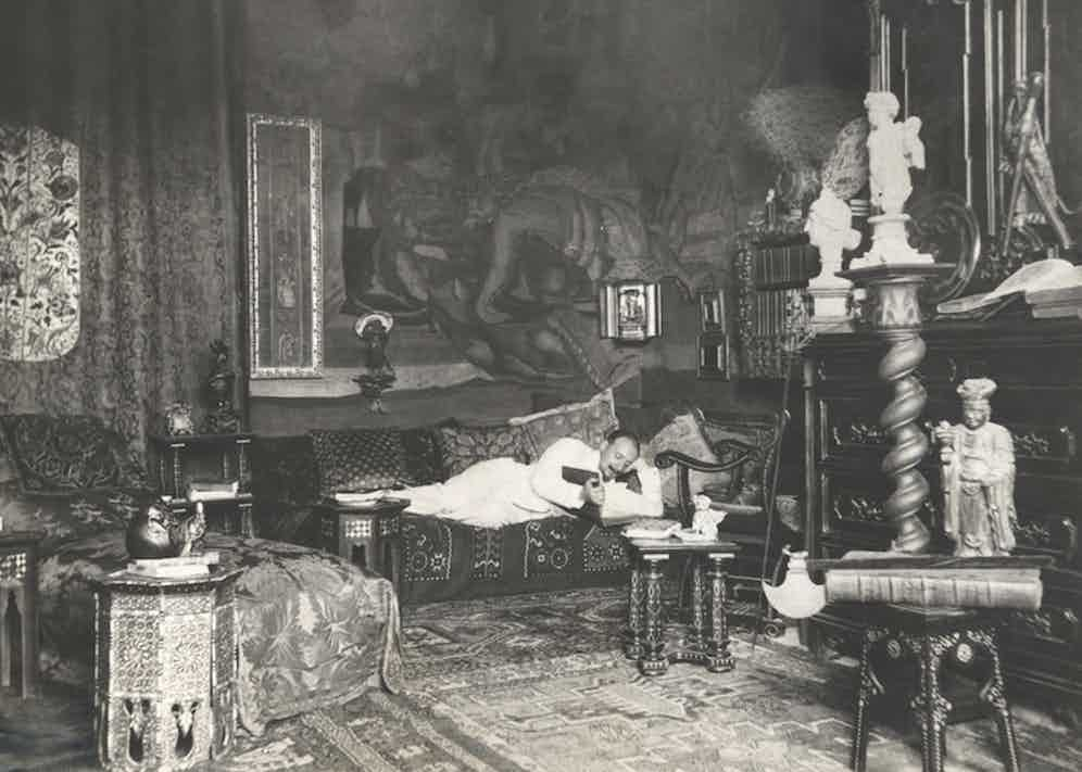 Gabriele D'annunzio in the study of his mansion in 1895. ©MP/Leemage.