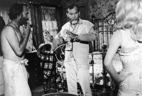 Jason Robards  and Stella Stevens with American director Sam Peckinpah on set of Peckinpah's film 'The Ballad of Cable Hogue', 1970. Photo by Getty Images/Getty Images.