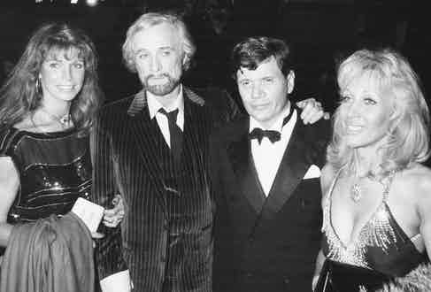 Actress Elizabeth Rees-Williams (right) with her husband Peter Aitken, ex-husband Richard Harris, and actress Ann Turkel, attending a performance of the play 'Camelot' at the Apollo Theatre, 1982. Photo by Dave Hogan/Getty Images.