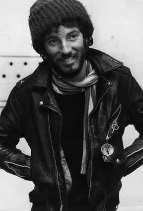 1975:  American rock singer, songwriter and guitarist Bruce Springsteen. Photo by Monty Fresco/Evening Standard/Getty Images.