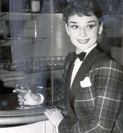 Audrey Hepburn Dining Out In The West End. Photo by Evening News/REX/Shutterstock.