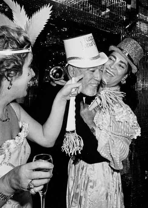Anthony Quinn and wife Yolanda at Régine's New Year's Eve party in 1982.
