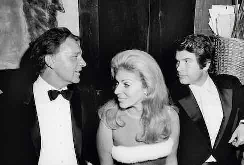 Marie-Hélène holding her own between Richard Burton and Warren Beatty, 1960.