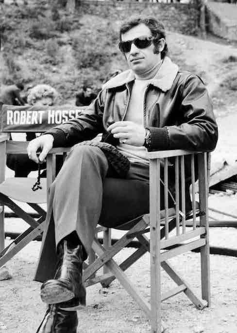 Jean-Paul Belmondo filming The Burglars, 1971. Photo by Alamy.
