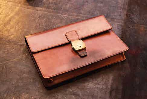 This is an immaculate vintage Alfred Dunhill hand-sewn box made from bridle leather and brass. Brands are having an issue selling new leather produce, and a vintage piece like this shows why.
