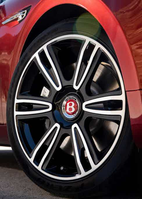 Numerous optional extras are available including these 20'' graphite and diamond turned, spoked alloy wheels.