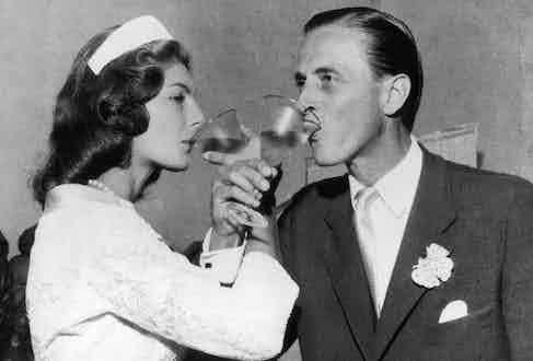 Newlyweds Baroness Fiona von Thyssen and Hans Heinrich toasting in Castagnola, 1956. Photo by Keystone/Getty Images.