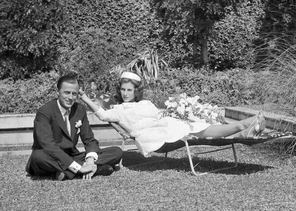 Fiona von Thyssen with her husband, Hans Heinrich Thyssen-Bornemisza in Castagnola, 1956. Photo by Manuel Litran/Paris Match via Getty Images.