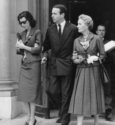 Nina Dyer with fiance Prince Sadruddin Aga Khan and his mother in 1957. Photo by ullstein bild/Getty Images.
