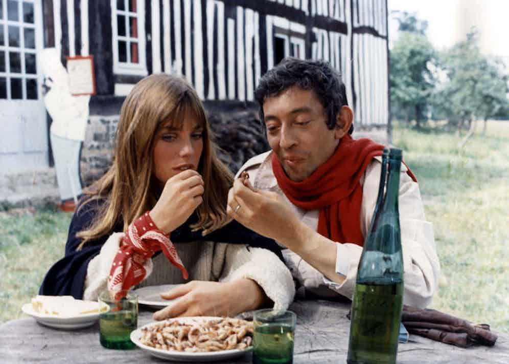 Serge takes a break from filming with his wife Jane Birkin on the set of Slogan, 1969.