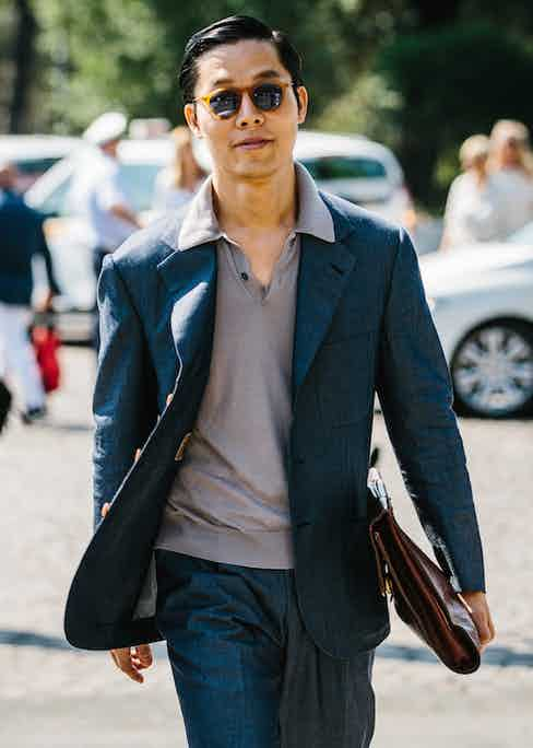A soft, relaxed suit is worn nonchalantly here with a knitted polo shirt. Like many Pitti goers this year, the polo's collar is worn over the suit jacket, à la Al Pacino in Scarface.