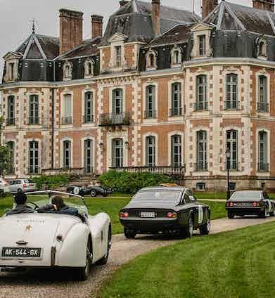 Drivers approaching Château de la Baronnie in Lafrançaise, France.
