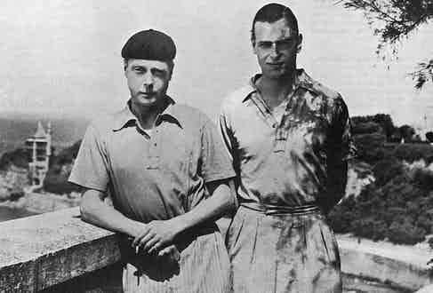 Edward Prince of Wales rakishly dons a French beret while standing with his younger brother, Prince George during a holiday on the Riviera at Biarritz, France in 1932. Photo by Historia/REX/Shutterstock.