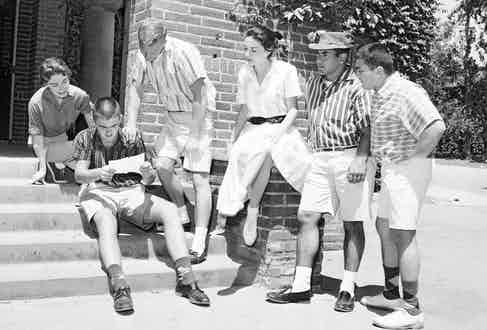 Students at Los Angeles City College gather to read about the campus ban on shorts, 1958.