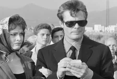 Mastroianni plays photojournalist Marcello Rubini alongside Anouk Aimée.
