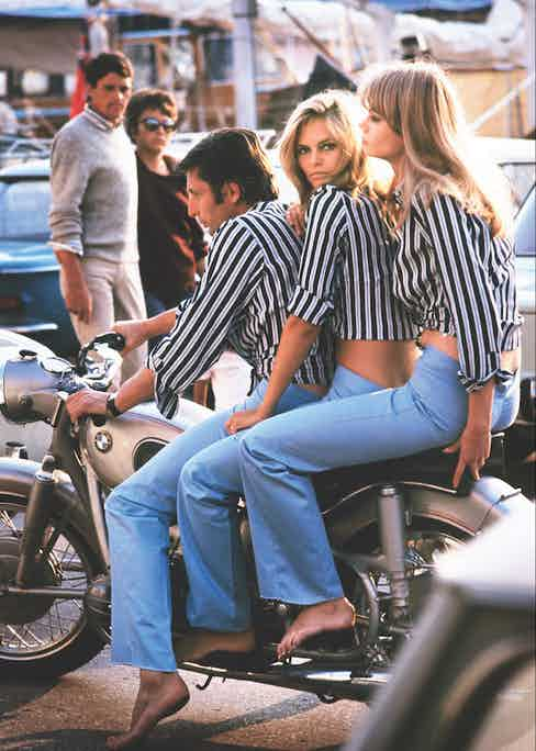 Sachs setting a fashion trend in St. Tropez with a couple of willing followers, 1966.