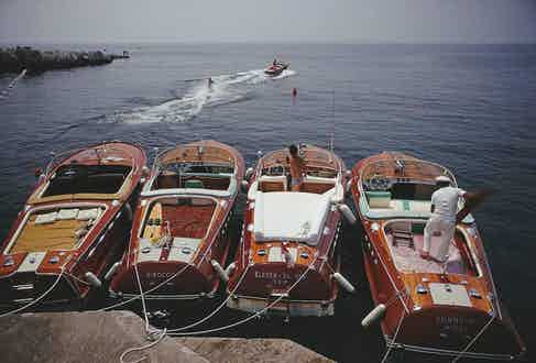 A lineup of Riva speedboats docked outside the Hôtel du Cap, 1969. Photo by Slim Aarons.