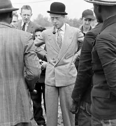 """The Duke of Windsor embraces what would later become known as the 'Kent' style of buttoning, named after his brother. The lapel is cut in such a way that it can be buttoned on either the top or bottom row, an effect coined as """"doppiopetto transformible"""" by Caraceni."""