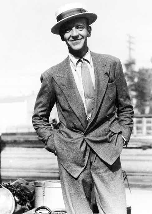 Note the collapsed effect of having the jigger button unfastened, a stylistic device often employed by Fred Astaire, as seen here, and later by Gianni Agnelli.
