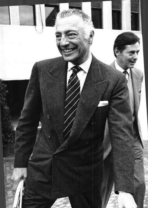 Like Fred Astaire, Agnelli had a way of pulling off the 6x1 with the inside button - the 'jigger' - unfastened. Even though his suit appears to have more structure than Astaire's, the drape of the cloth around the lower button achieves a desirably undone effect.