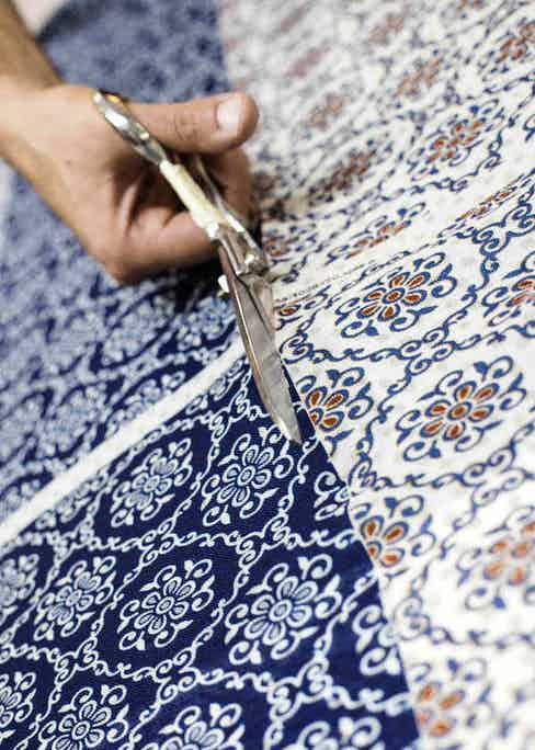 Cutting the fine fabric used for Calabrese 1924's ties. Photo by Stéphane Butticé.