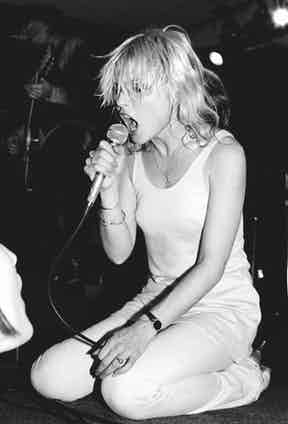 Debbie Harry performing on stage circa 1975. Photo by Ebet Roberts/Redferns/Getty Images.
