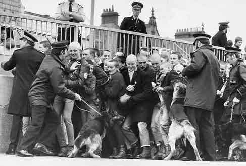 Police pictured surrounding skinheads at Southend-on-sea In 1982. Photo by David Stevens/Daily Mail/REX/Shutterstock.