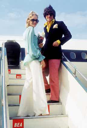 Twiggy and Justin in their jet-set heyday, about to board a plane for a holiday in Greece, 1968. Photo by Keystone/Hulton Archive/Getty Images.