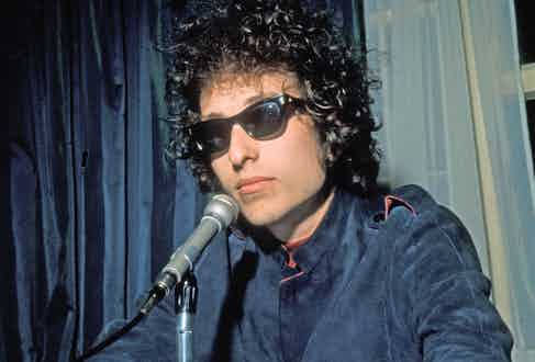 Bob Dylan at the Mayfair Hotel in London, 1966. Photo Tony Gale/Pictorial Press Ltd/Alamy Stock Photo.