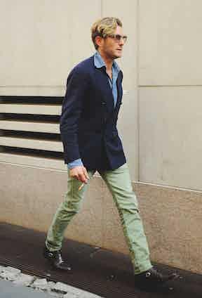 A promenading Lapo Elkann wears a 6x1 blazer cut with soft shoulders and slim proportions.
