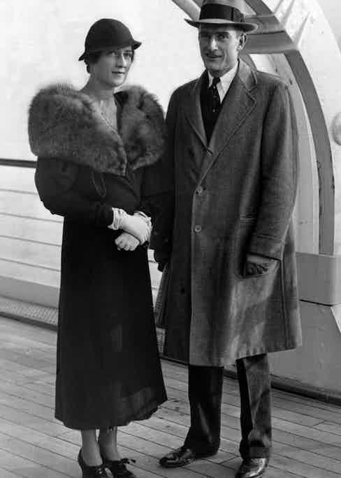 John D. Rockefeller III and his wife Blanchette, return from their honeymoon in Bermuda, 1932. Photo by Chronicle/Alamy Stock Photo.