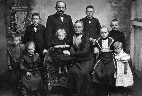 Franz Falke-Rohen and his family in 1895.