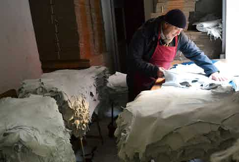 Mauro Squillace checking the leather.