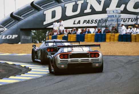 1995 Le Mans 24 Hours. The F1 driven by J.J. Lehto/Yannick Dalmas/Masanori Sekiya (leading) came first, whereas the trailing car, driven by Pierre-Henri Raphanel/Philippe Alliot/Lindsay Owen-Jones retired.