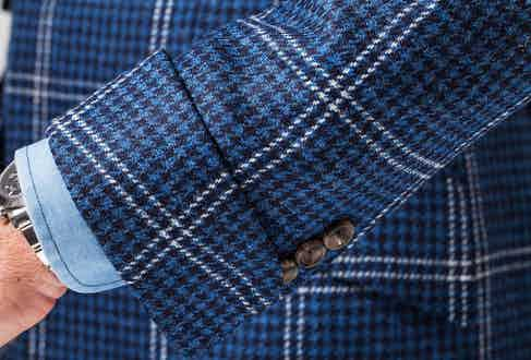 The Huntsman tweed hacking jacket demonstrates how gauntlet cuffs on the sleeves of jackets – and particularly tweed – are rakish and elegant. Photograph by Sidney Teo.