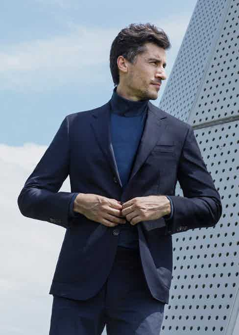 This wrinkle-resistant blazer is ideal for travelling.
