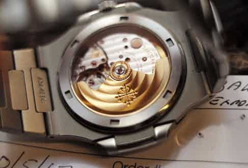 The sapphire crystal on the watch's caseback displays the movement in all its glory.