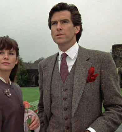 A 3-piece-tweed-suit will keep you both warm and in good style, and is nowadays acceptable even in the most urban surroundings as demonstrated by Piers Brosnan in Remington Steel. He is pictured here with fellow actress Stephanie Zimbalist, circa 1985.