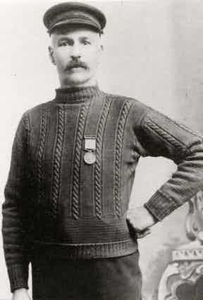 A Victorian fisherman poses in a Gansey sweater with vertical cable stitching, circa 1895.